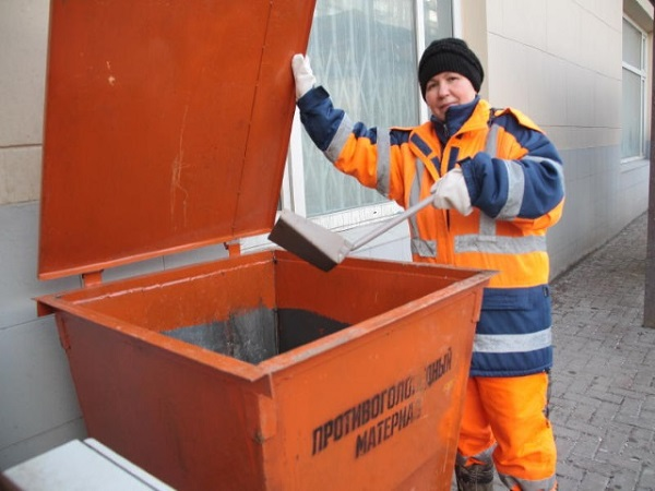 Антигололед-контейнеры-с-гранитным-щебнем